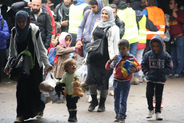 Refugee aid and support to local communities affected by the refugee crisis